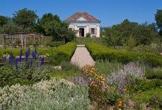 Casa pequena com jardim Foto de Stock Royalty Free