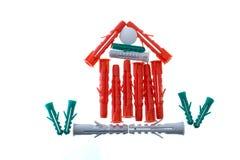 Casa pequena dos plugues plásticos para a asseguração. foto de stock
