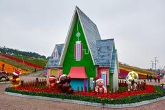 A casa pequena e os desenhos animados bonitos Imagem de Stock
