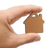 Casa pequena na mão humana Fotografia de Stock