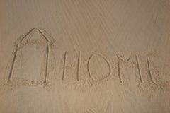 Casa pintada na praia e escrita em casa Imagens de Stock Royalty Free