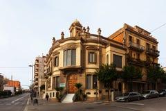 Casa pintoresca vieja en Badalona, España imagenes de archivo