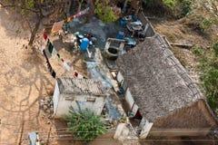 Casa pobre de la familia en la India Imagen de archivo