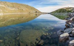 Casa por el lago Imagenes de archivo