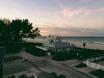 Casa por la orilla Foto de archivo