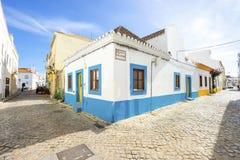Casa portoghese tradizionale bianca e blu in Algarve, Portogallo fotografie stock