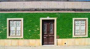 Casa portuguesa tradicional verde Fotos de Stock Royalty Free