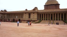 Casa presidencial de Rashtrapati Bhavan- del tiro de la cacerola de la India en Delhi almacen de metraje de vídeo