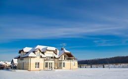 Casa privada no inverno Foto de Stock Royalty Free