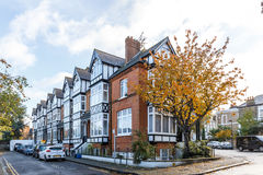 Casa privata nel sobborgo di Richmond di Londra in autunno Fotografia Stock Libera da Diritti