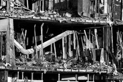 A casa queima-se pelo incêndio Imagens de Stock Royalty Free