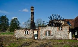 Casa queimada da vila Fotos de Stock Royalty Free
