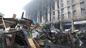 Casa queimada do sindicato e das barricadas em Kiev video estoque