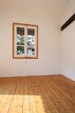 Casa rústica interior, janela pequena Fotos de Stock