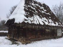 Casa rústica vieja en Rumania Imagen de archivo libre de regalías
