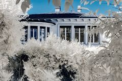 Casa renovada vieja en el cuarto tranquilo de Estrasburgo, visión infrarroja fotografía de archivo libre de regalías