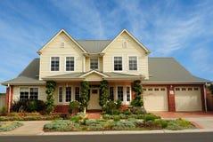 Casa residencial bonita Imagens de Stock Royalty Free