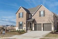 Casa residencial brandnew de duas histórias em Irving suburbano, Texas, Imagens de Stock