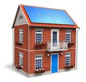 Casa residencial com as baterias solares no telhado Foto de Stock
