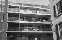 Casa residencial en Vevey blanco y negro Fotografía de archivo