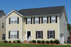 Casa residencial na área suburbana Fotos de Stock Royalty Free