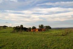 Casa roja del suelo y de la arcilla en Mpumalanga Fotos de archivo libres de regalías