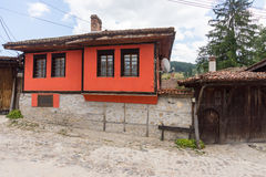 Casa roja en búlgaro Koprivshtitsa Foto de archivo libre de regalías