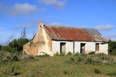Casa roja vieja del tejado Foto de archivo