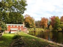 Casa roja vieja en los toneleros charca, New Jersey Fotos de archivo libres de regalías