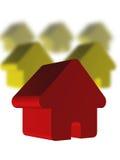 Casa roja y casas verdes Foto de archivo