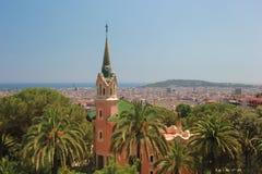 Casa rosa sulla collina di Barcellona Immagini Stock