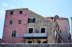 Casa rosada vieja en la ciudad vieja de Dubrovnik, Croacia Imagenes de archivo
