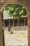 Casa rumana tradicional de madera Imagenes de archivo