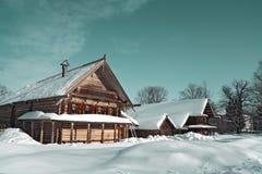 Casa rural de madera fotografía de archivo