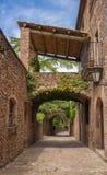 Casa rurale con il portico ed il ponte immagini stock