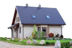 Casa rurale standard da un mattone di massima vicino alla strada Fotografia Stock