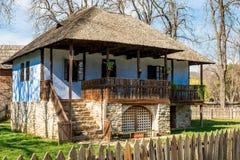Casa rurale tradizionale dalla Transilvania, Romania fotografia stock