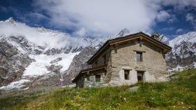 Casa rurale tradizionale nelle alpi della pennina Fotografia Stock