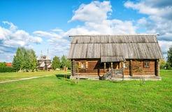Casa rusa tradicional en la ciudad antigua de Suzdal Fotografía de archivo libre de regalías