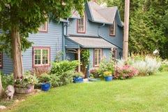 Casa rustica in legno fotografie stock