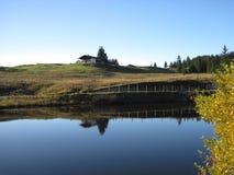 Casa só no lago Foto de Stock Royalty Free