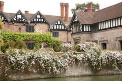 Casa señorial Moated inglesa Foto de archivo libre de regalías