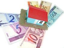 Casa sobre el dinero Imágenes de archivo libres de regalías