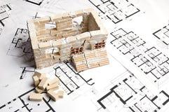 Casa sobre modelo Imagenes de archivo
