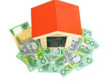 Casa sobre o dinheiro Fotografia de Stock Royalty Free
