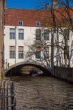 Casa sobre un canal Brujas Fotografía de archivo libre de regalías