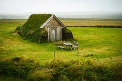 Casa sola del tappeto erboso Fotografia Stock