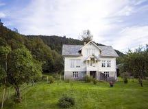 Casa sola sulla collina, Norvegia Fotografia Stock Libera da Diritti