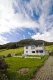 Casa sola sulla collina, Norvegia Fotografia Stock