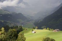 Casa soleada en una colina fotos de archivo libres de regalías